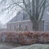 Winterse sfeer in en rond de oude stolpboerderij van J&A Interieurs