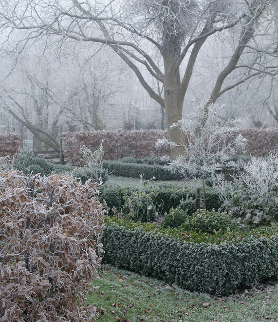 Winterse sfeer in en rond de oude stolpboerderij van J&A Interieurs 10 - Copyright © Brosisprod.nl