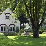 Een eeuwenoude cottage tuin © Brosisprod